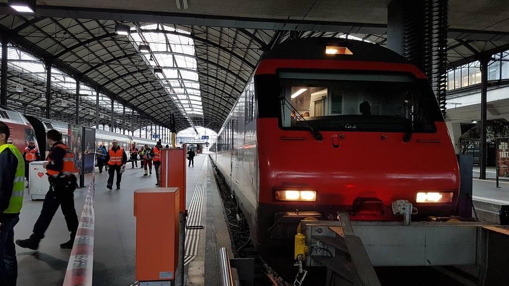 Zug knallt in Prellbock – zwölf Personen verletzt