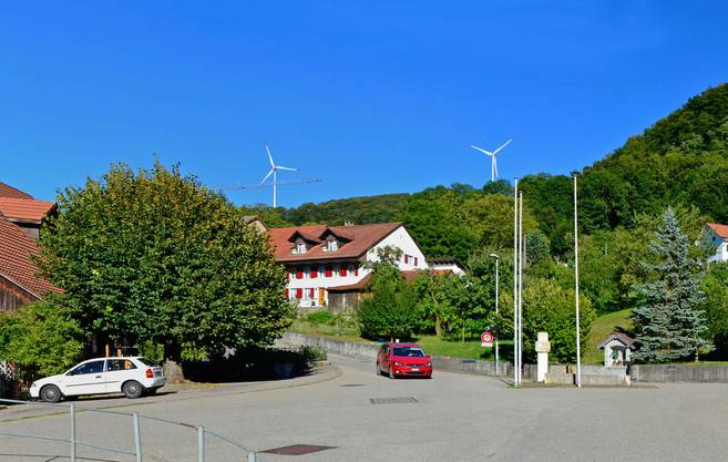 Die Visualisierungen der Windpark Burg AG und der Vento Ludens Suisse GmbH zeigen, wo die vier geplanten Windkrafträder zu stehen kommen würden.