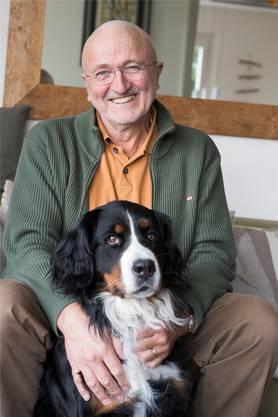 Röbi Egloff in seinem Haus in Ennetbaden mit Hündin Ogna.Alex Spichale