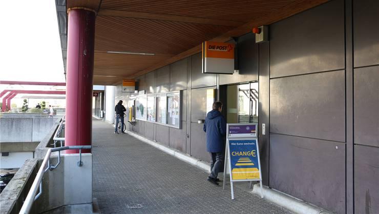 Die Poststelle in Kaiseraugst wird aufgrund eines Rückgangs der Schaltergeschäfte geschlossen. Dennis Kalt