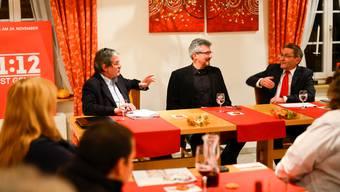 Roberto Zanetti (links) und Pirmin Bischof (rechts) debattierten unter der Leitung des stellvertretenden Chefredaktors der Solothurner Zeitung, Urs Mathys.