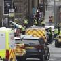 Grossaufgebot von Ambulanz und Polizei nach einer Messerattacke in Glasgow.