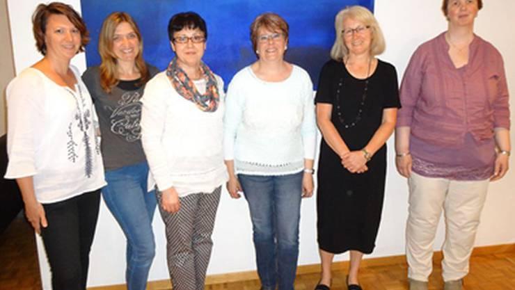 Erfolgreiche Absolventinnen v.l.: Laura Marino, Sabine Da Cunha, Hürsen Yurtsever,  Cornelia Woodtli, Renate Leubin und Erika Zürcher.