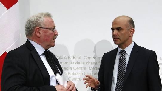 Jürg Brechbühl, Direktor des Bundesamts für Sozialversicherungen, und Bundesrat Alain Berset.