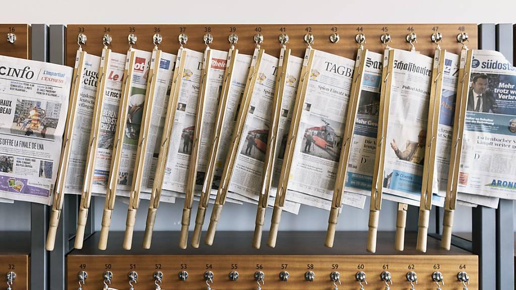 Die traditionellen Medien wie Zeitungen oder auch das Fernsehen erhalten immer weniger Werbeeinnahmen. (Archivbild)