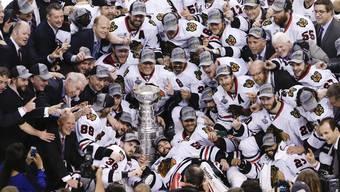 Die Chicago Blackhawks gewinnen gegen die Boston Bruins den Stanley Cup