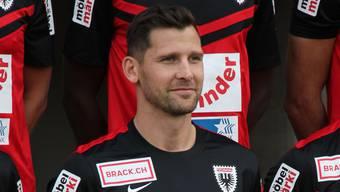 Nur wenige Minuten nach seiner Unterschrift beim FC Aarau posierte Stéphane Besle bereits für das Mannschaftsfoto mit seinem neuen Team.
