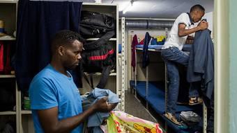 Politischer Fokus der Zusammenarbeit soll die Rückführung abgewiesener Asylbewerber betreffen. Im Bild: Eritreische Asylbewerber in einer Zivilschutzanlage. (Archivbild)
