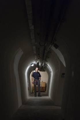 Der Bunker wurde im zweiten Weltkrieg gebaut und diente ab 1979 der hochgeheimen Widerstandsorganisation P-26 als Treffpunkt und Übungsort