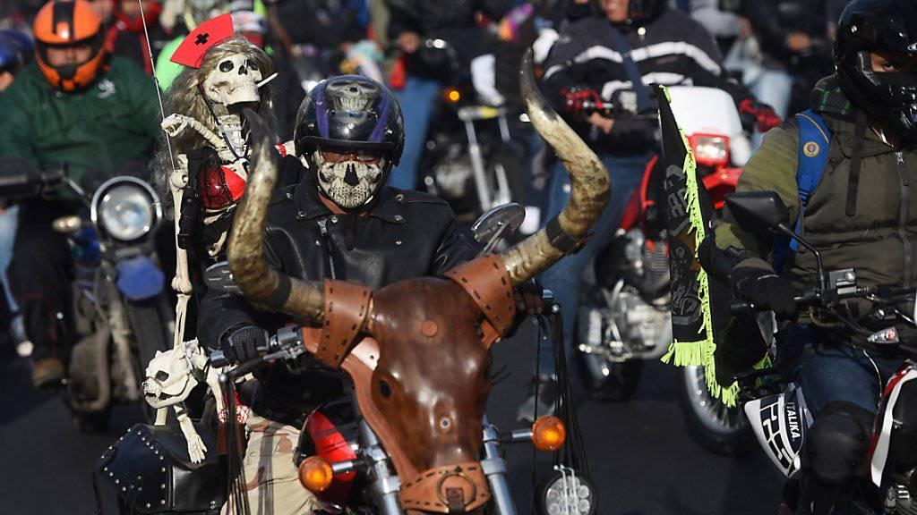 Zehntausende Motorradfahrer beteiligen sich an einer katholischen Pilgerfahrt in Guatemala.
