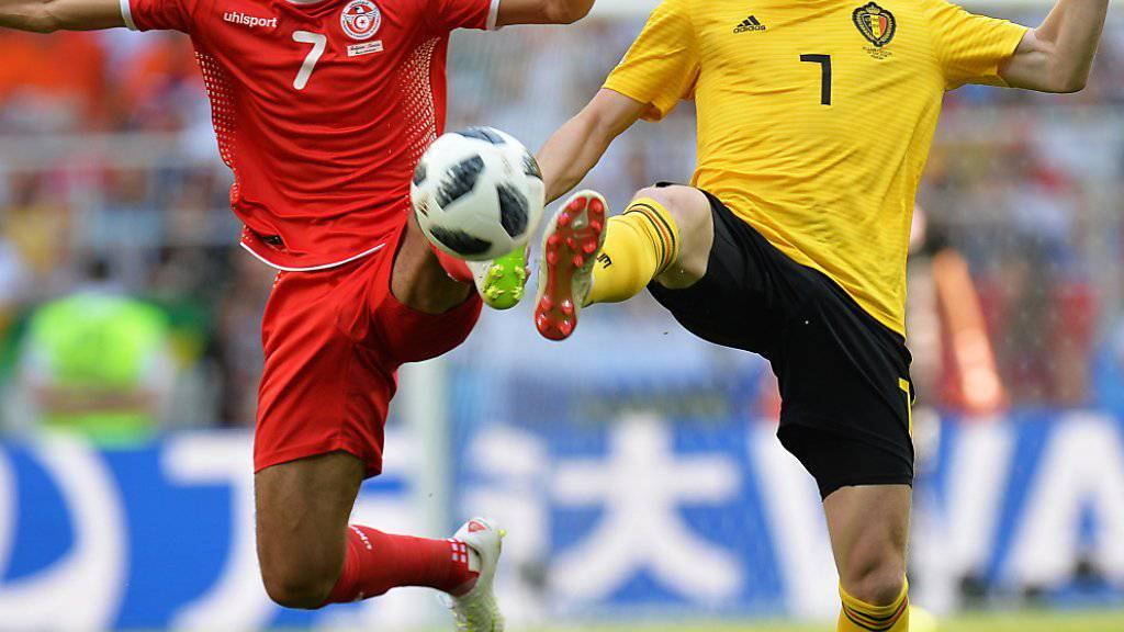 Der Tunesier Saifeddine Khaoui (links) gegen Belgiens Starspieler Kevin De Bruyne