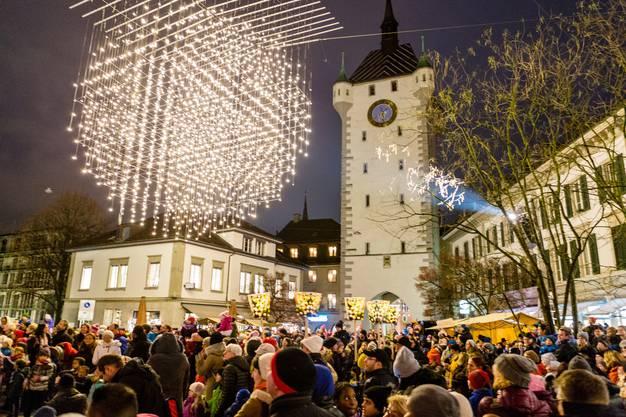 Die «Liechterwecke» lockte viele Besucher in die Badener Altstadt.