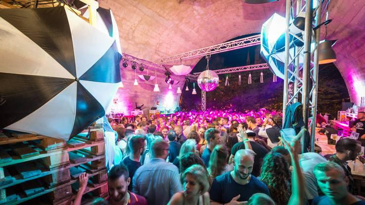 Jeden Abend feiern Tausende an der Badenfahrt. Nicht immer werden ihre Ohren lärmkonform beschallt.