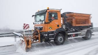Schneepflüge waren auf Westschweizer Strassen im Dauereinsatz.