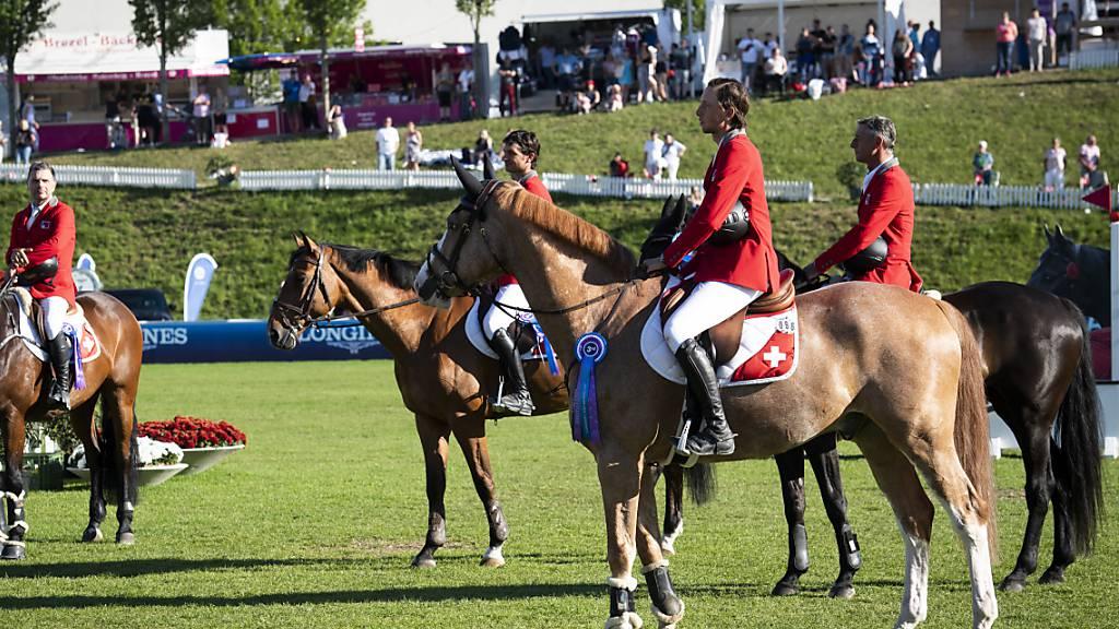 Die Schweizer Equipe strebt beim CSIO St. Gallen den lang ersehnten Sieg im Nationenpreis an.