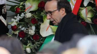 Oscar-Preisträger Roberto Benigni war am Dienstag einer von hunderten Trauernden, die dem Schriftsteller Umberto Eco die letzte Ehre erwiesen.