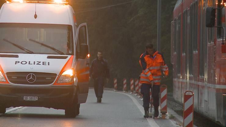 Die Polizei vor Ort - auch die Schweizerische Unfalluntersuchungsstelle (SUST) sowie ein Care-Team standen im Einsatz