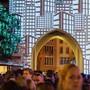 """Die Projektion """"Ouroborus"""" von Pascal Arnold beleuchtet den Stadtturm an der Badenfahrt 2017, aufgenommen am 21. August."""