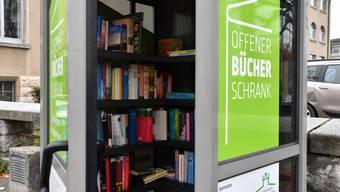 Wie in Olten (Bild) soll auch in Neuendorf die Telefonzelle zum offenen Bücherschrank werden.