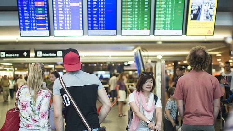 BAZL bewilligt nächtliche Messflüge am Flughafen Zürich. (Archiv)