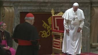 Papst Franziskus triftt die Kardinäle