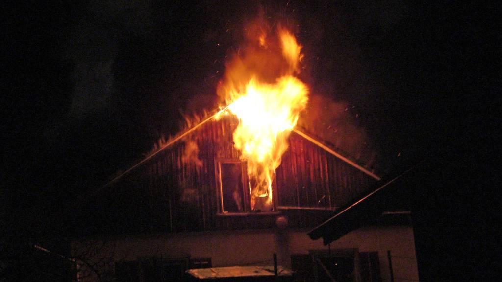In Bichelsee TG brannte ein Doppeleinfamilienhaus.