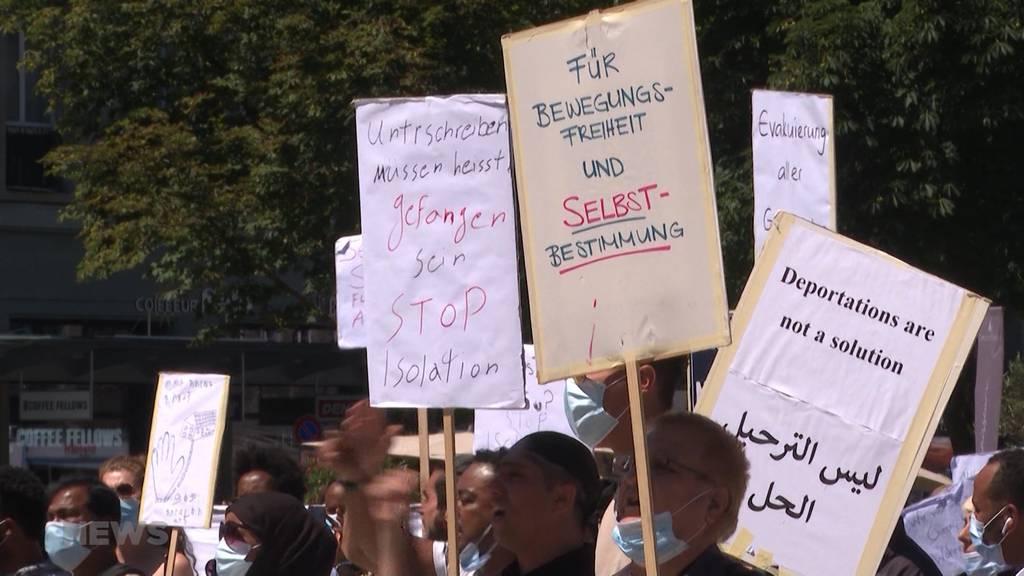 Bundesplatz Bern: Demonstrant zündet sich selbst an