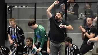 Der neue Trainer des RTV Basel Darijo Bagaric bereits beim 1. Spiel mit vollem Einsatz.