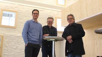Das älteste Steinhaus ist wiederbelebt: Vereinspräsident Fabian Furter, Betriebsleiter Roger Waeber und Architekt Hans Furter (von links) freuen sich.