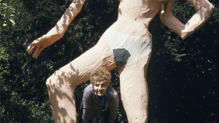 Doris Stauffer unter der «Misswa(h)l»-Puppe, 1965.