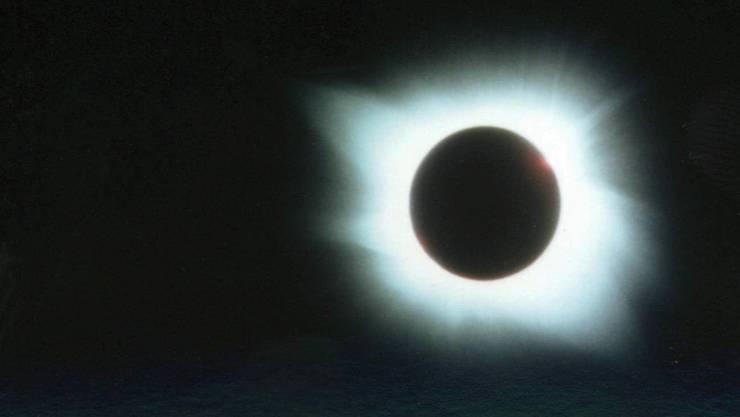 Am 11. August 1999 fand in der Schweiz die letzte totale Sonnenfinsternis statt. 2015 wird sich diese in Grönland ereignen; in der Schweiz kommt es am Freitag lediglich zu einer partiellen Sonnenfinsternis. (Archivbild)