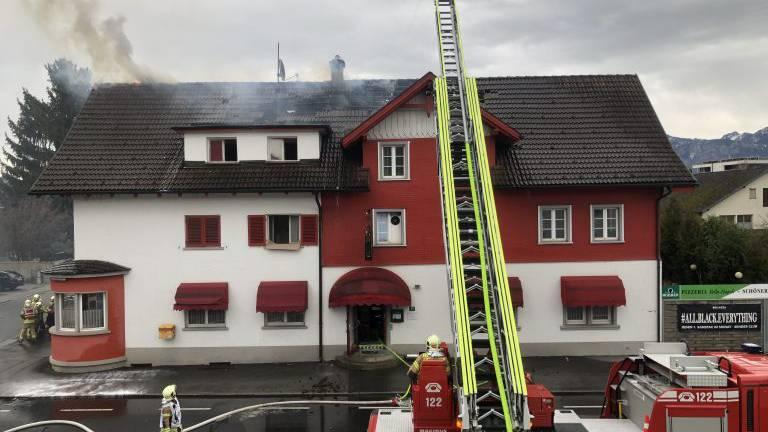 Pizzeria in Vollbrand – ein verletzter Bewohner