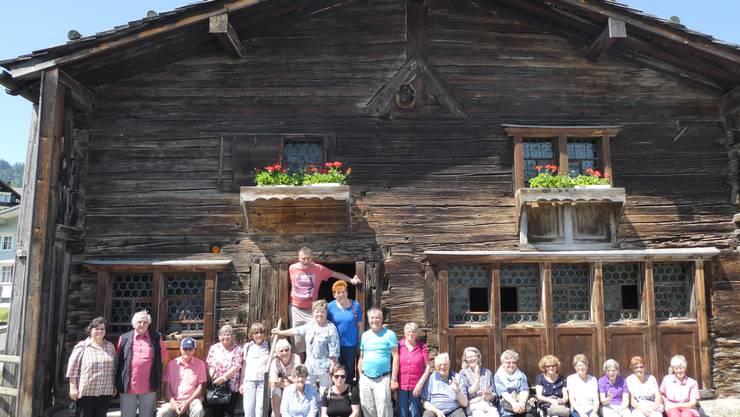 Der reformierte Kirchenchor Biberist - Gerlafingen vor dem Zwinglihaus in Wildhaus.