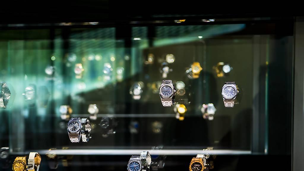 Die Exporte von Schweizer Uhren sind im Oktober gegenüber dem Vorjahresmonat erneut zurückgegangen. (Archiv)