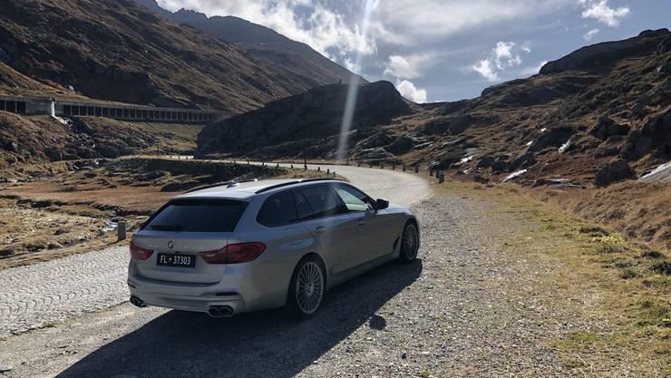 Der BMW Alpina ist ein Kraftprotz und lässt manchen Sportwagen alt aussehen.