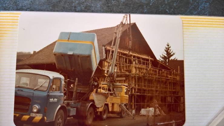 Das Restaurant Steinerhof befindet sich hier mitten im Umbau. 1982 wurde es fertig.