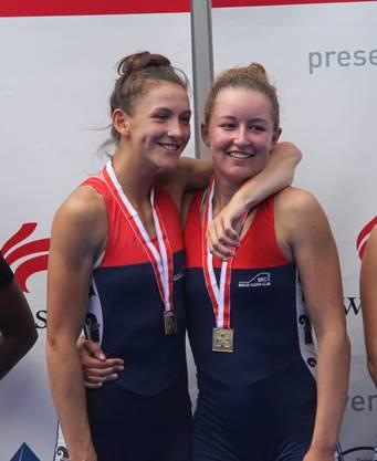 Zwei strahlende Schweizer U19-Meisterinnen