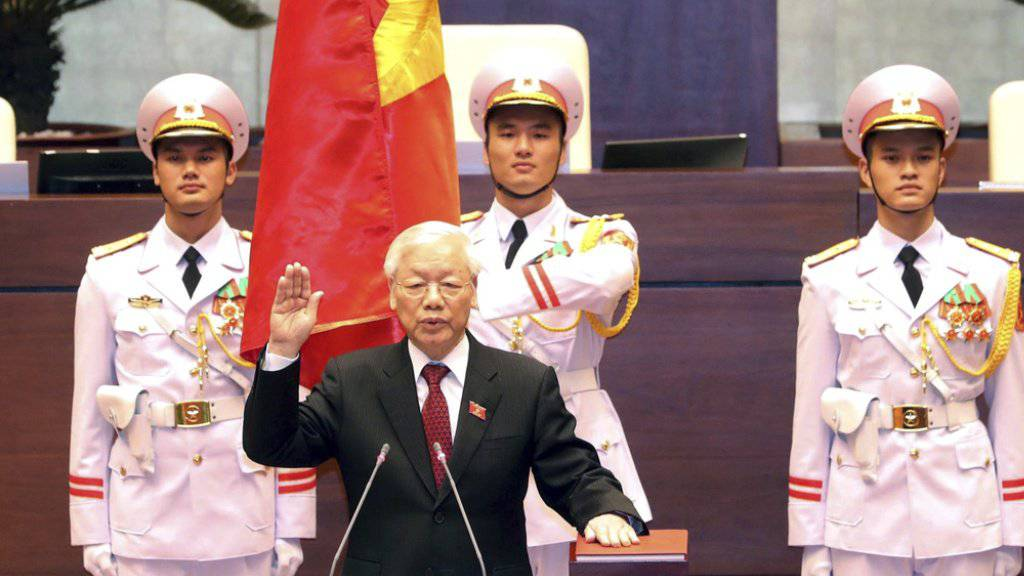 Ngyuen Phu Trong leistet am Dienstag in Hanoi den Amtseid.