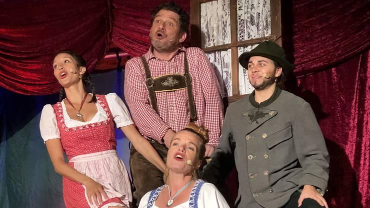 Die Sing- und Tanzeinlagen des Hoftheaters lockerten das ohnehin kurzweilige Geschehen auf der Bühne zusätzlich auf.