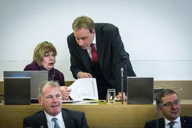 Lagebesprechung: Grossratspräsident Marco Hardmeier und Ratssekretärin Rahel Ommerli.