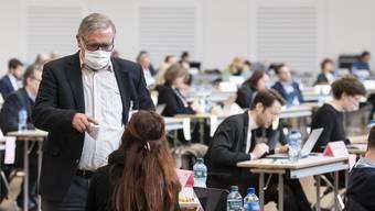 Im Rathaus am Limmatquai können die Abstandsregeln unmöglich eingehalten werden. Deshalb weicht der Kantonsrat auf eine Messehalle in Oerlikon aus.