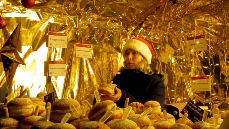 Aus einigen Weihnachtshäuschen dufteten verführerisch süsse Leckereien.