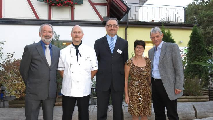 (von links) Präsident Markus Aellen, Küchenchef Peter Lang, Referent Josip Blazevic, Service-     Chefin Bernadette Murbach, Organisator Otto Sprenger