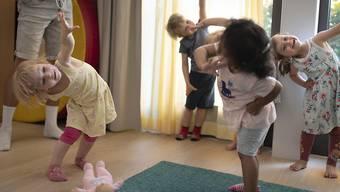 Familienergänzende Kinderbetreuung kommt den Eltern im Baselbiet teurer zu stehen als im nationalen Durchschnitt. (Symbolbild)