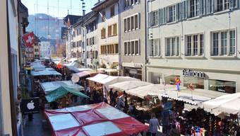 Kein Wind, kein Regen, dafür Lebkuchenherze und Magenbrot: Der Jahrmarkt Baden findet diesen November bei schönstem Wetter statt.
