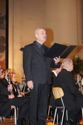 Schauspieler Walter Küng liest dramatische Texte zur Musik