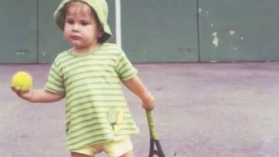 Belinda Bencic steht schon mit zweieinhalb auf einem Tennisplatz