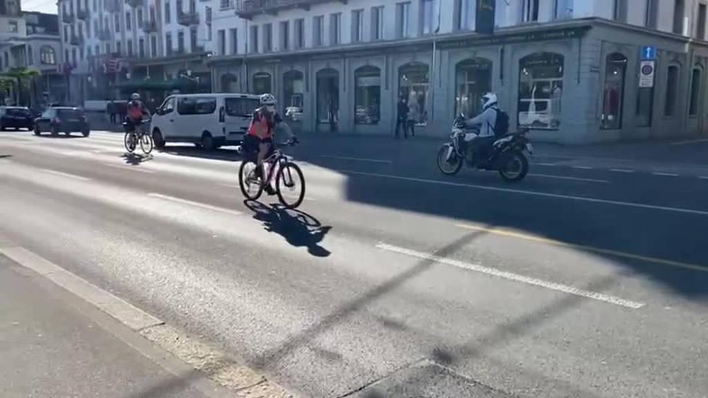 Eichwäldli-Demo zieht friedlich durch die Stadt