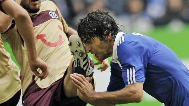 Autsch! Raul (r.) und Schalke mit Fehlstart