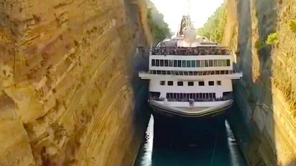 Passt das Schiff in diesen engen Kanal?